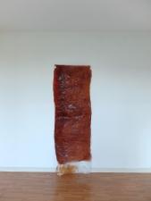 hannah de corte, Suture suture (1), bétadine sur gaze, 2015, 80 x 235 cm